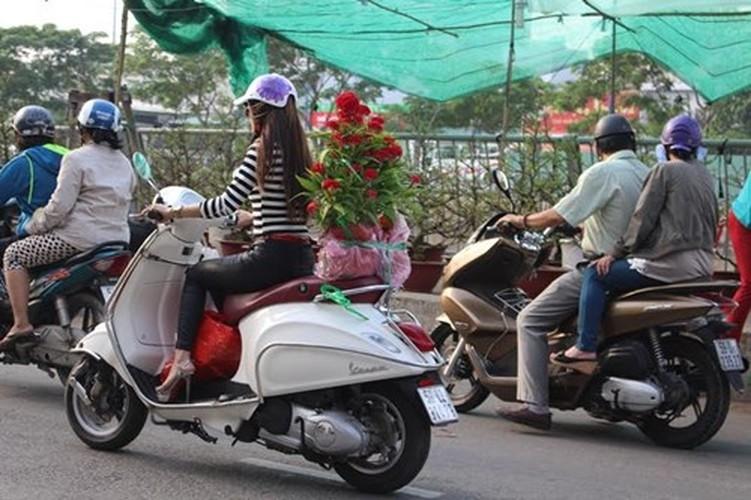 Diu hiu cho hoa Tet tren song lau doi nhat Sai Gon-Hinh-2