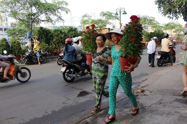 Diu hiu cho hoa Tet tren song lau doi nhat Sai Gon-Hinh-8