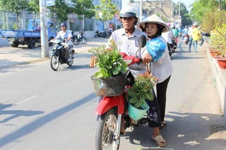Diu hiu cho hoa Tet tren song lau doi nhat Sai Gon-Hinh-9