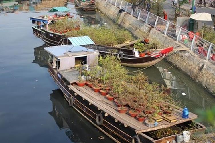 Diu hiu cho hoa Tet tren song lau doi nhat Sai Gon