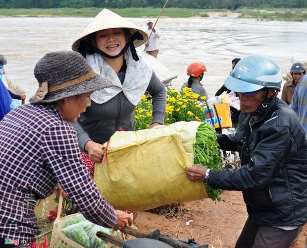 Lu bat thuong giap Tet, dan Quang Ngai khon don-Hinh-11