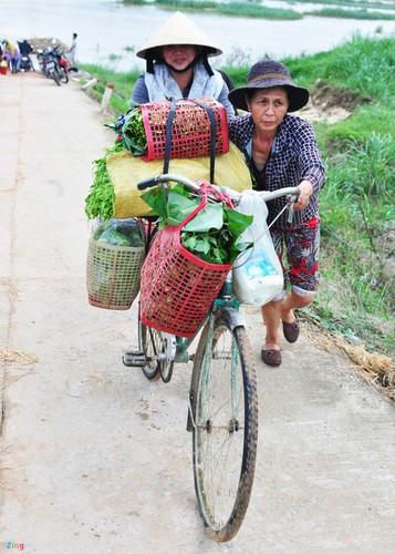Lu bat thuong giap Tet, dan Quang Ngai khon don-Hinh-12