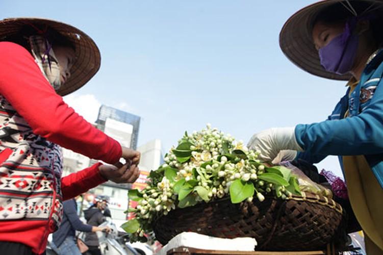 Anh: Mua hoa buoi diu dang xuong pho-Hinh-3