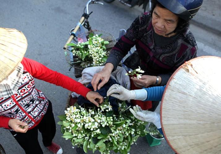 Anh: Mua hoa buoi diu dang xuong pho-Hinh-8