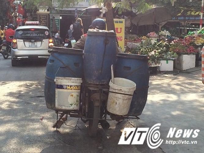 "Xe may ""qua dat"" tung hoanh pho Thu do-Hinh-5"