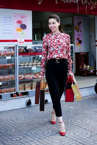 Choang phong cach thoi trang yeu hoa la toan hang hieu cua Ha Ho-Hinh-2