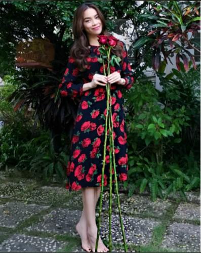 Choang phong cach thoi trang yeu hoa la toan hang hieu cua Ha Ho-Hinh-4