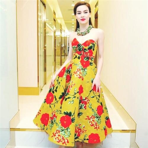 Choang phong cach thoi trang yeu hoa la toan hang hieu cua Ha Ho-Hinh-5