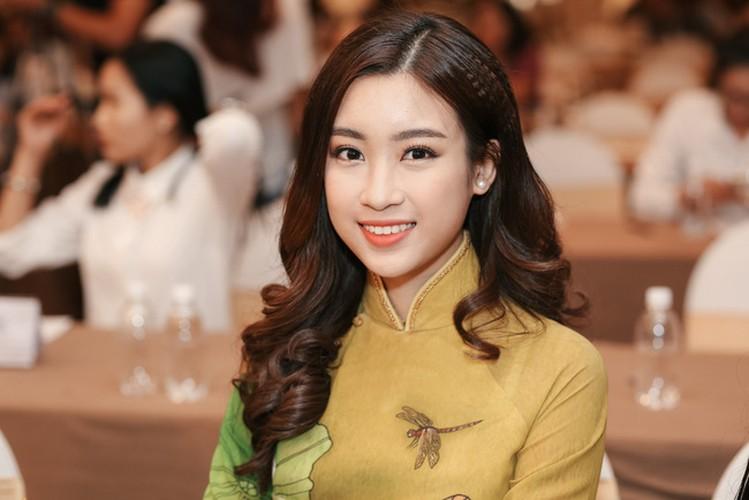 Hoa hau My Linh dep ngo ngang du chi dien ao dai gian di