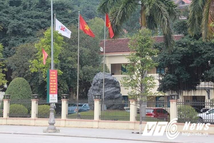 Can canh toa nha ngan ty cua TKV tai Quang Ninh-Hinh-10