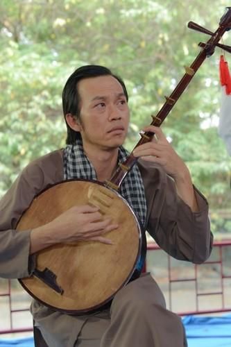 """Het hon ngam Hoai Linh nhang nhit gu thoi trang """"hoi teen""""-Hinh-2"""