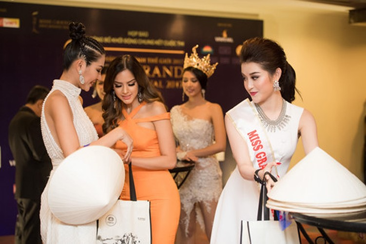 "Bi che thu dong, Huyen My khoe clip ""tam"" voi Top 5 Miss Grand-Hinh-4"