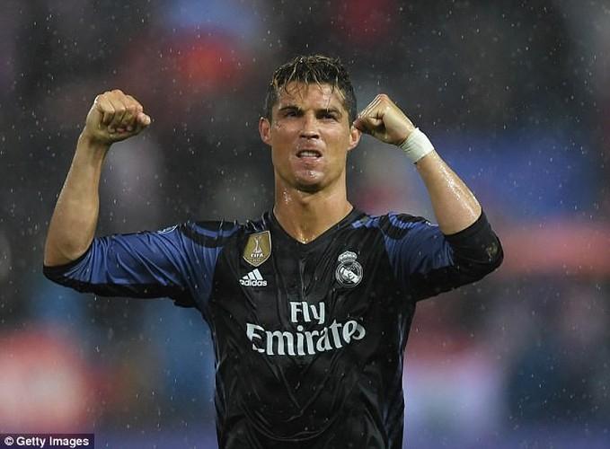 """""""Sai quai ham"""" voi chieu tro tang chieu cao cua Cristiano Ronaldo-Hinh-11"""