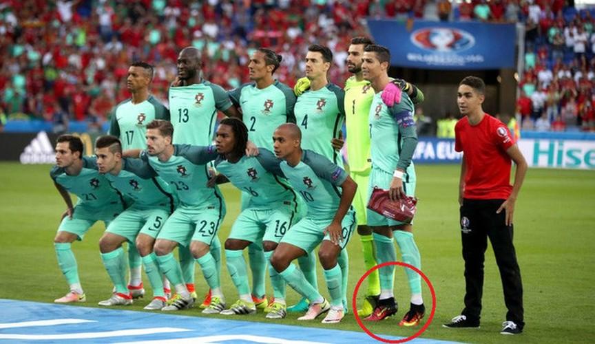 """""""Sai quai ham"""" voi chieu tro tang chieu cao cua Cristiano Ronaldo-Hinh-9"""