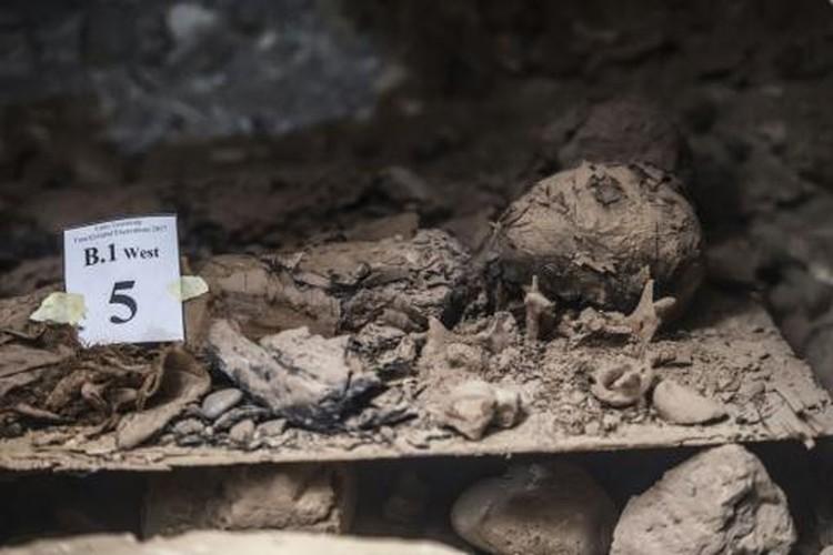 Phat hien xac uop con nguyen trong ham mo co Ai Cap-Hinh-8