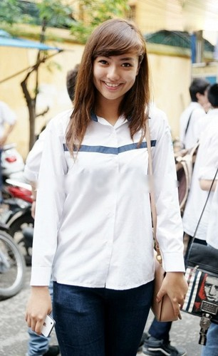 Anh kho quen thuo sao Viet cap sach den truong-Hinh-15