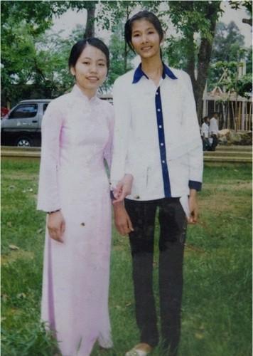 Anh kho quen thuo sao Viet cap sach den truong-Hinh-5
