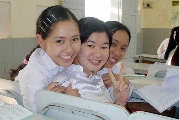 Anh kho quen thuo sao Viet cap sach den truong-Hinh-8