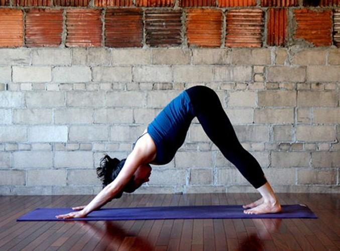 Tu the yoga giup keo dai chan khong can phau thuat-Hinh-3