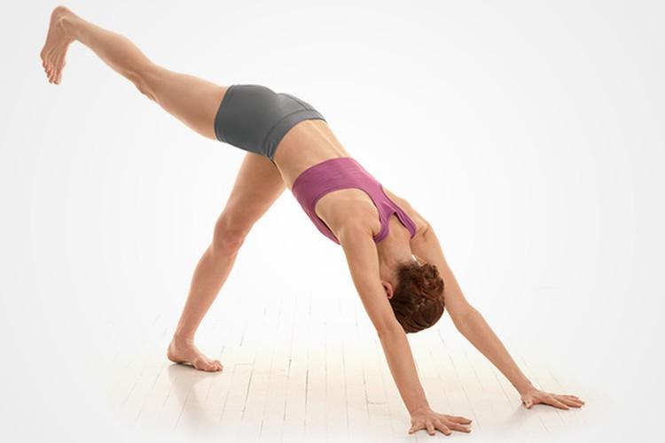 Tu the yoga giup keo dai chan khong can phau thuat-Hinh-4