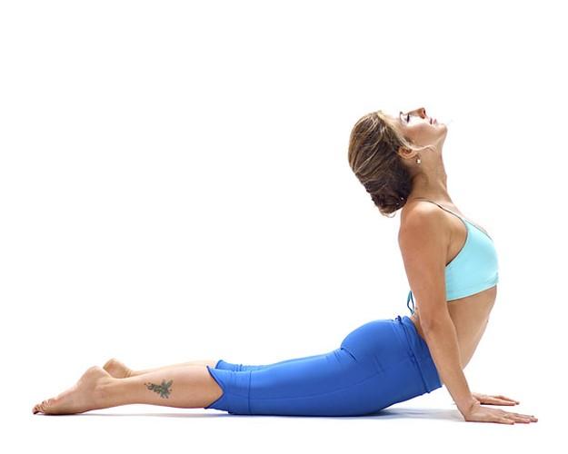 Tu the yoga giup keo dai chan khong can phau thuat-Hinh-7