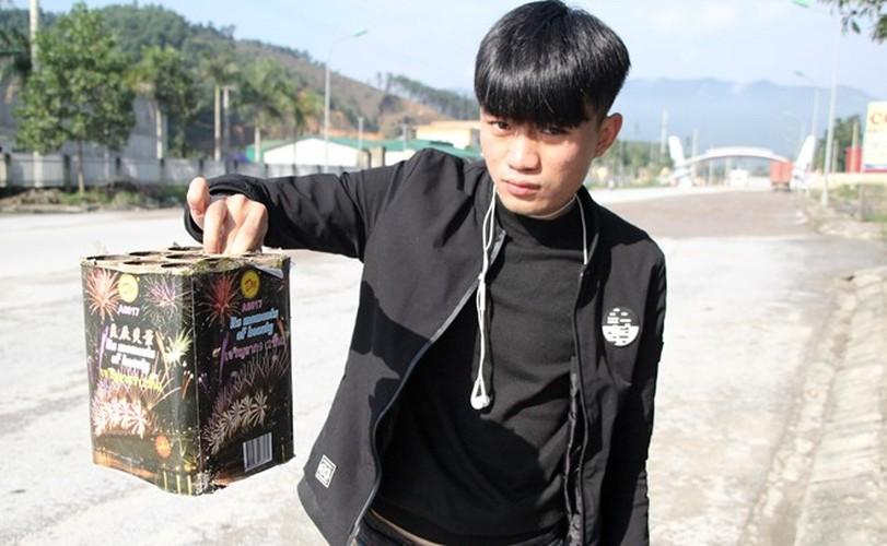 Anh: Xac phao do tham doc quoc lo 8A sang mung 1 Tet-Hinh-6