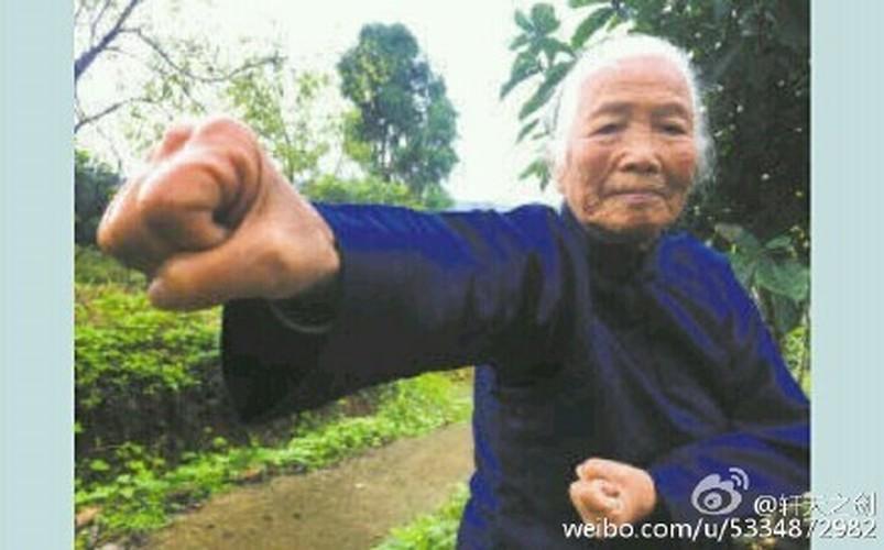 90 nam luyen vo, cu ba khien trai trang phat hon-Hinh-6