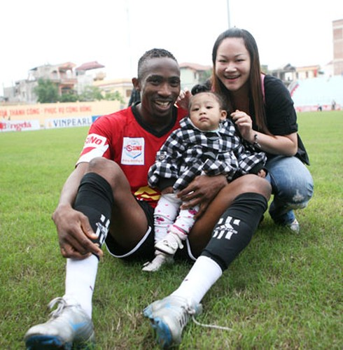 Cau thu ngoai ỏ V.league dua nhau lam re Viet-Hinh-2