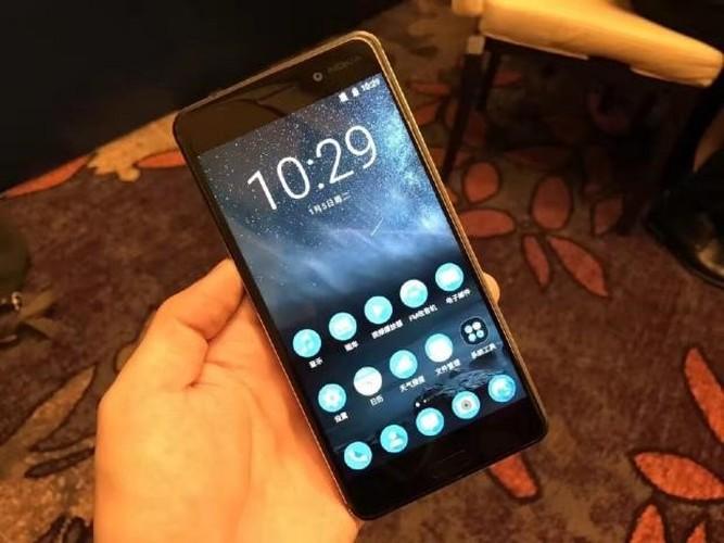 Nhung smartphone lap ky luc dat hang khien doi thu giat minh-Hinh-7