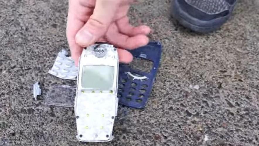 Nokia 6 va Nokia 3310 do suc o thi nghiem tha roi-Hinh-12