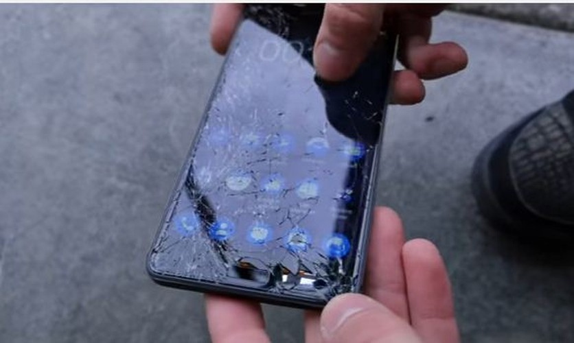 Nokia 6 va Nokia 3310 do suc o thi nghiem tha roi-Hinh-9