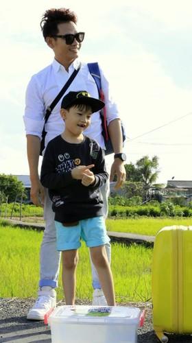 "Tiet lo thu vi ve dan sao ""Bo oi! Minh di dau the"" mua 4-Hinh-4"
