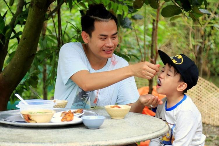 "Tiet lo thu vi ve dan sao ""Bo oi! Minh di dau the"" mua 4-Hinh-6"