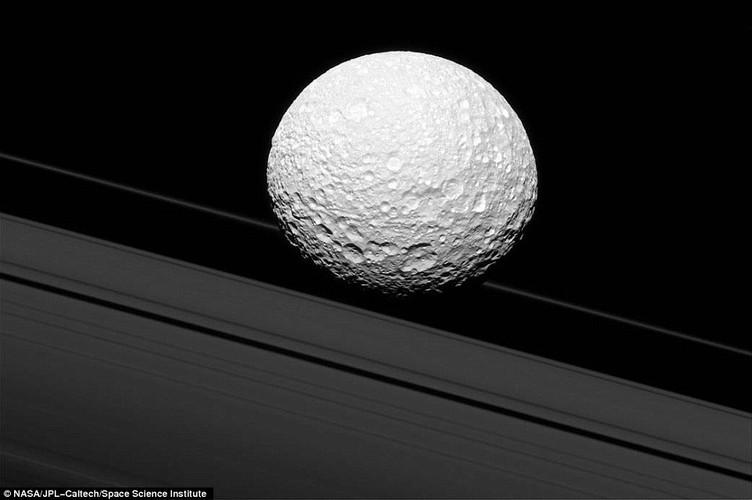 Chum anh phan giai cao ve Mat trang Mimas cua sao Tho-Hinh-2