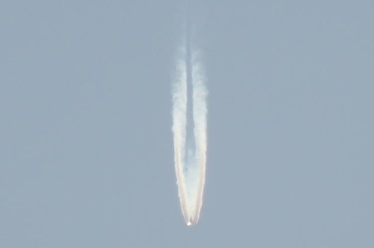 Vat the nghi UFO chay sang mang cot khoi dam thang Trai dat-Hinh-4