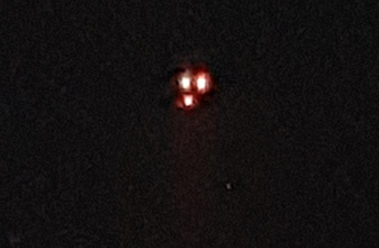 Vat the la giong UFO ba den sang