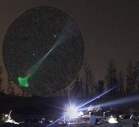 Xon xao vat the hinh non xanh nghi UFO o Anh