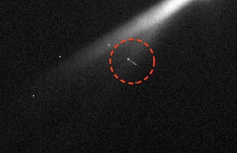 Kinh ngac vat the la tiep can tau Cassini tren sao Hoa