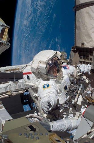 Su thuc thu vi ve chuyen di bo ngoai khong gian qua anh NASA-Hinh-4