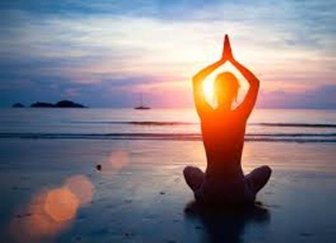 6 tu the yoga tri dau moi lung cho nguoi ngoi lau-Hinh-2
