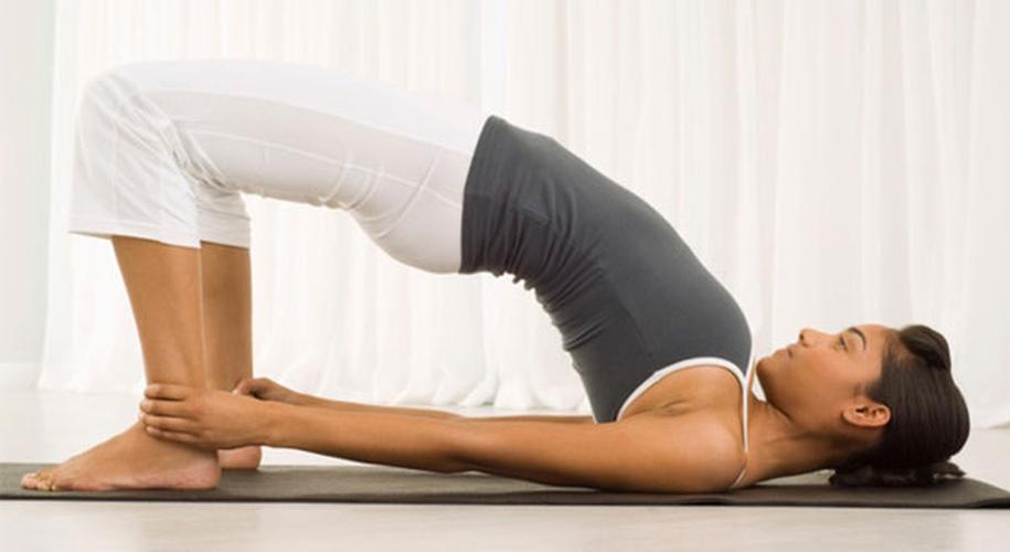 6 tu the yoga tri dau moi lung cho nguoi ngoi lau-Hinh-4