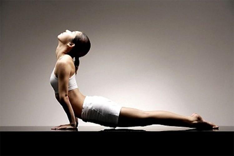 6 tu the yoga tri dau moi lung cho nguoi ngoi lau-Hinh-5