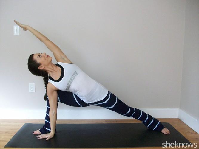 6 tu the yoga tri dau moi lung cho nguoi ngoi lau-Hinh-7