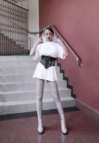 Het hon voi thoi trang cua Toc Tien o The Voice 2017-Hinh-5