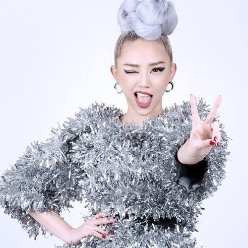 Het hon voi thoi trang cua Toc Tien o The Voice 2017