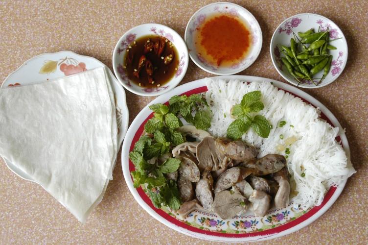 Ghe tham que huong Hoai Linh thuong thuc 7 mon ngon het y-Hinh-10