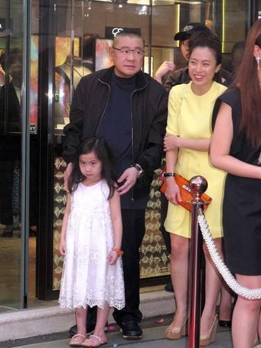 Ty phu Hong Kong viet thong cao bao chi ly di vo-Hinh-4