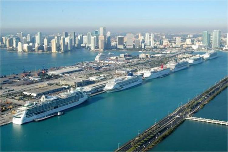 10 sieu du thuyen sang trong, to nhat tai trien lam Miami 2017