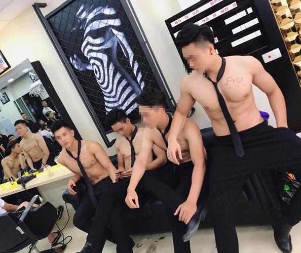 Nha hang Ha Noi dua cau khach bang trai dep, co bap cuon cuon-Hinh-4