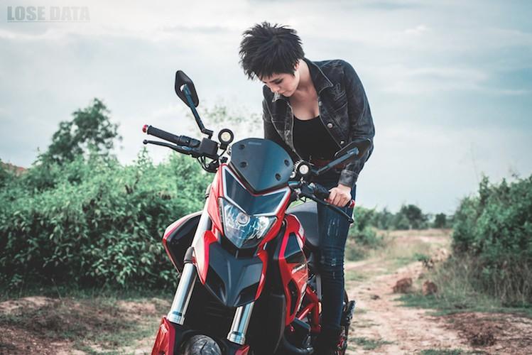 "Chan dai Viet do dang ""sieu ngau"" ben moto Ducati Hypermotard-Hinh-2"